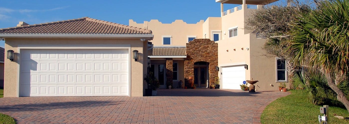 4 Reasons to Hire a Garage Door Repair Expert