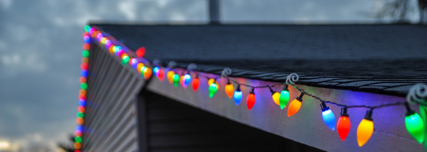 6 Unique Ways to Decorate Your Garage for the Holidays